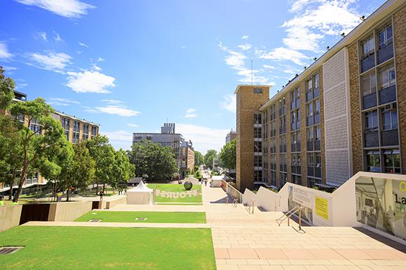 英国国立ウェールズ大学MBAプログラムを採用